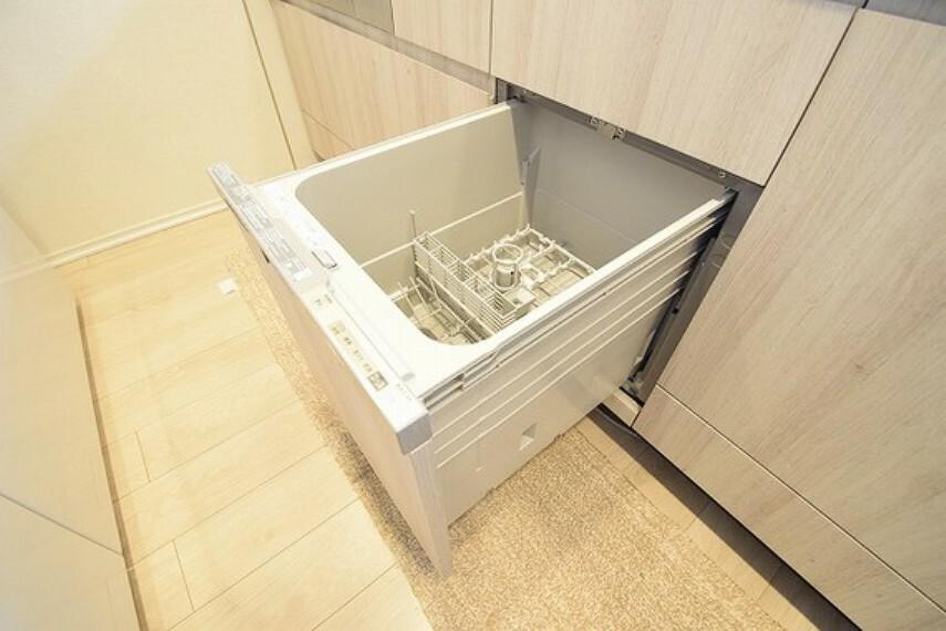 キッチン 食洗機つきのシステムキッチン。毎日の家事に便利をプラスします。