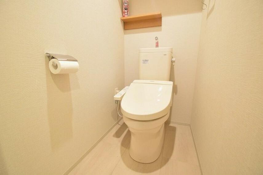 トイレ 清潔な洗浄機能付温水シャワートイレ