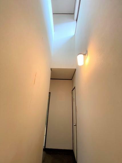 廊下上部の吹抜