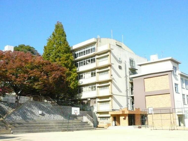 中学校 【中学校】夢野中学校まで500m