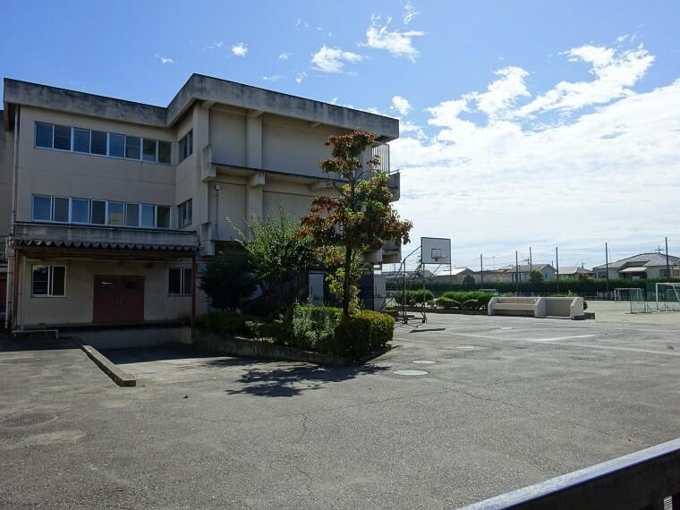 中学校 青梅市立泉中学校より徒歩約11分(約850m)