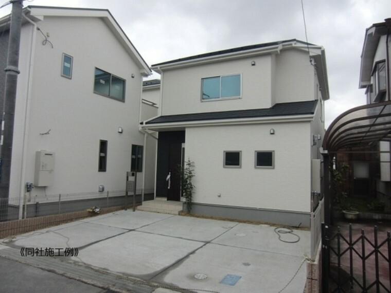 現況外観写真 雨で汚れを洗い流す外壁材を採用していますので、長く美しい外観が保たれます。また、外壁通気工法により、建物の構造体を湿気から守り、家が長持ちします。