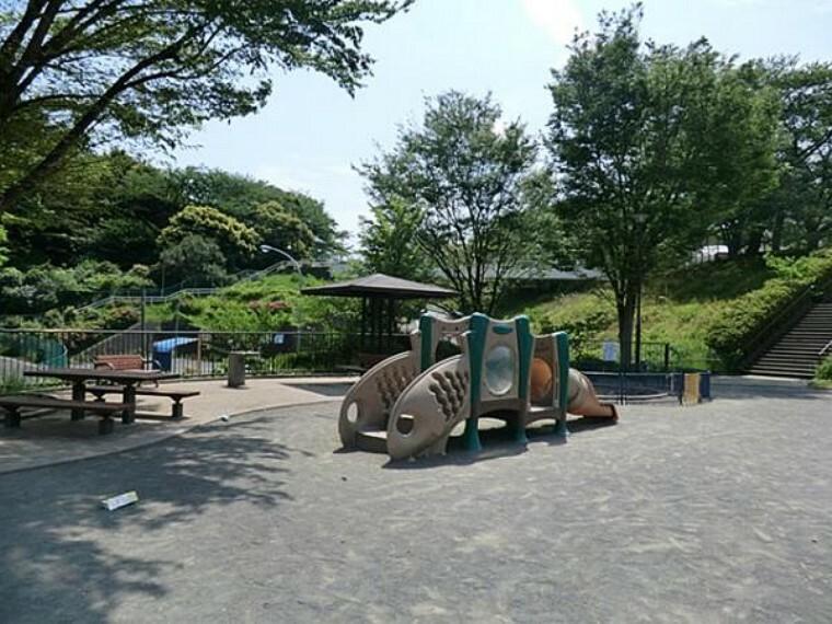 幼稚園・保育園 あたご公園 約960m