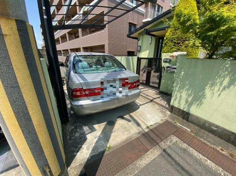 駐車場 カーポート付の広々ガレージ完備!大切なお車を守ります!