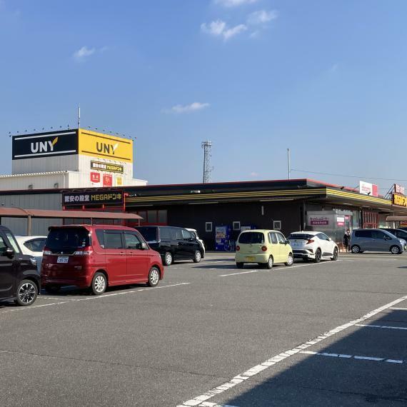 ショッピングセンター MEGAドン・キホーテUNY吉良店まで車で5分