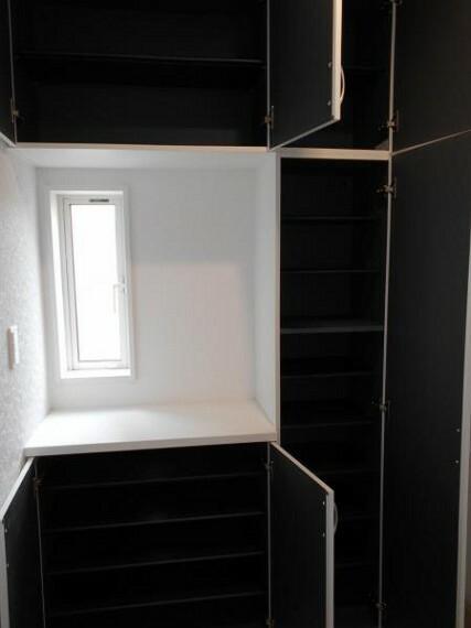 玄関 【玄関】家の顔である玄関は、収納力のあるシューズクロークで整理整頓しやすい!