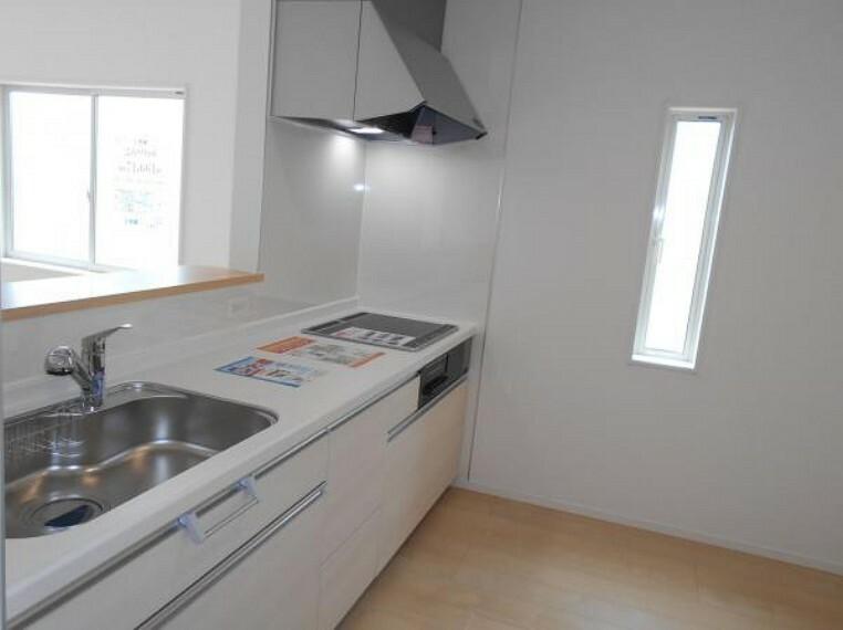 キッチン 【キッチン】火を使わないIHクッキングヒーターで安全性が高く、お掃除も楽々!