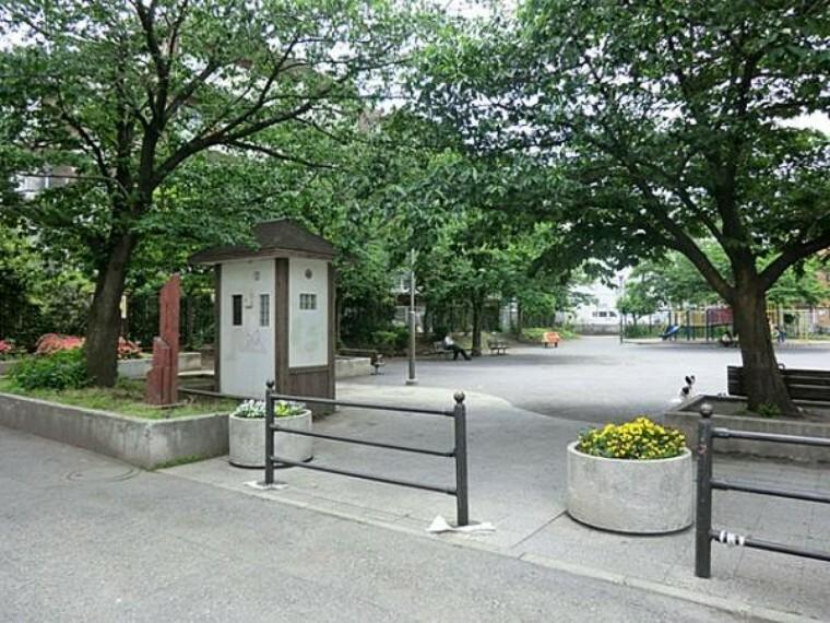 公園 さくら通り三丁目公園 140m
