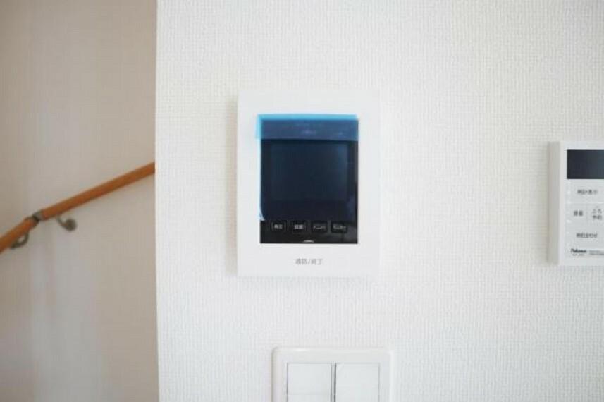 TVカメラ付きインターフォンは、訪問者の顔がしっかりと確認でき、防犯性に優れています。