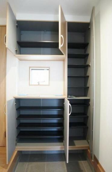 収納 玄関横のシューズクローゼットは大容量!家族皆の靴が収納できます。