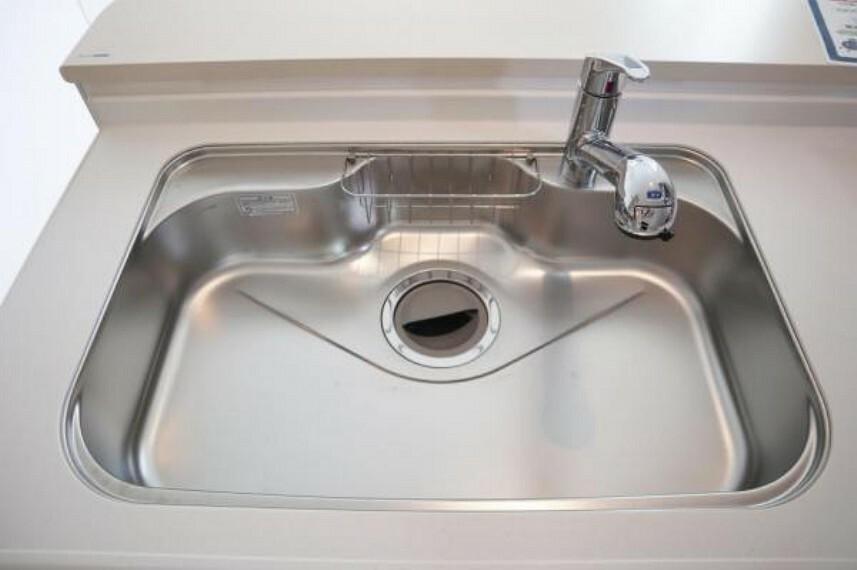 キッチン シンプルな作りのシンクで掃除もらくらく行えます。