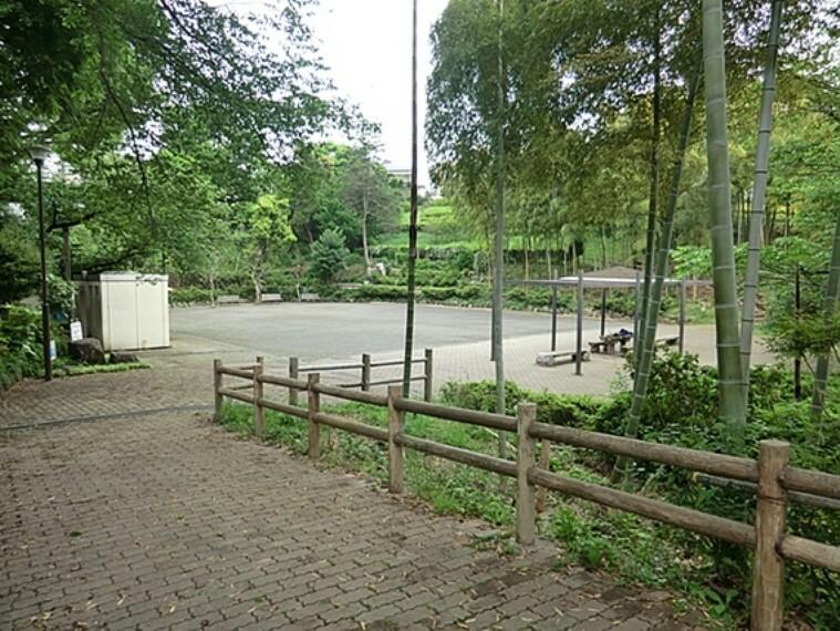 公園 新井町公園 徒歩15分(約1133m)