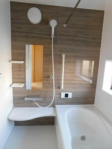 浴室 一日の疲れを癒すバスルーム。浴室乾燥機付きです。