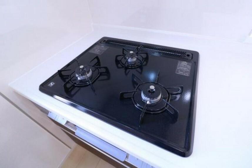 毎日使うものだから、お手入れもしやすくなっております。清潔で気持ちよく使えるキッチンです。