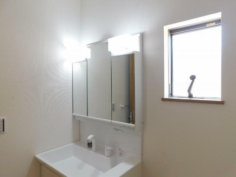 洗面化粧台 三面鏡の洗面化粧台