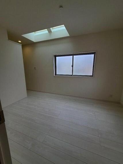 洋室 洋室6帖:北向きの窓からやわらかな光が入ります。