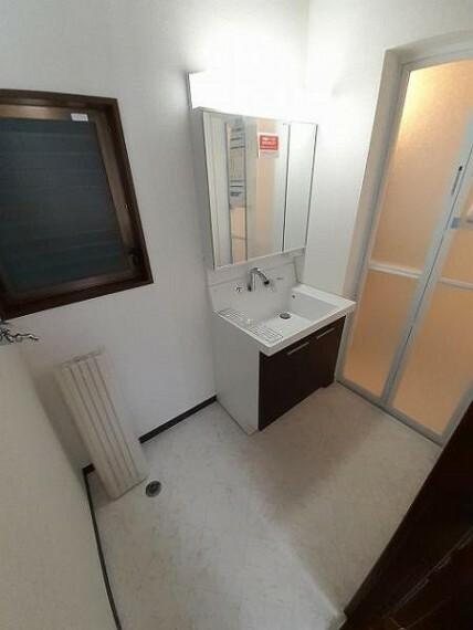 洗面化粧台 清潔感のある洗面室で身支度もルンルン