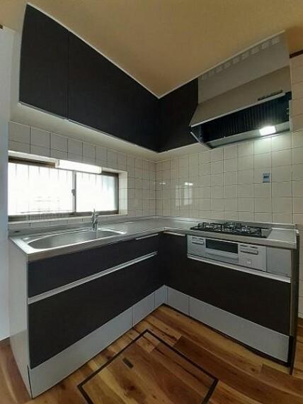 キッチン 壁付のキッチンは家具の配置もしやすいですね!