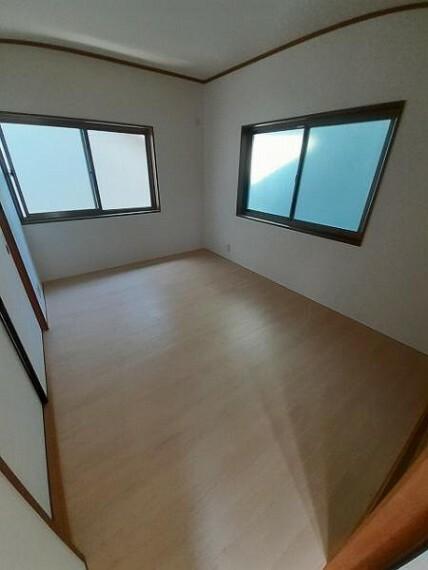洋室6帖:収納のあるお部屋です!