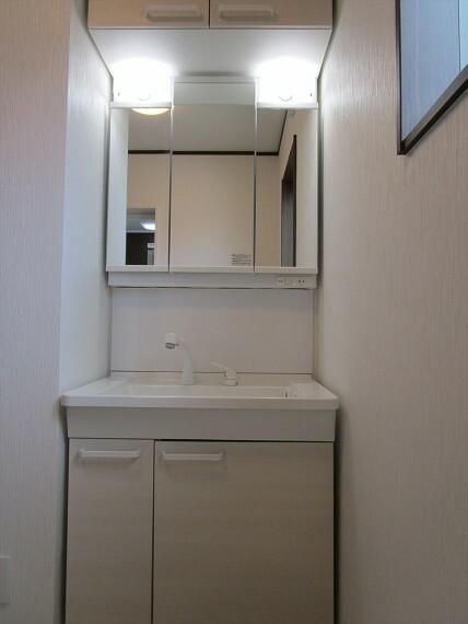 洗面化粧台 上質な洗面空間がゆとりの時間を提供します。