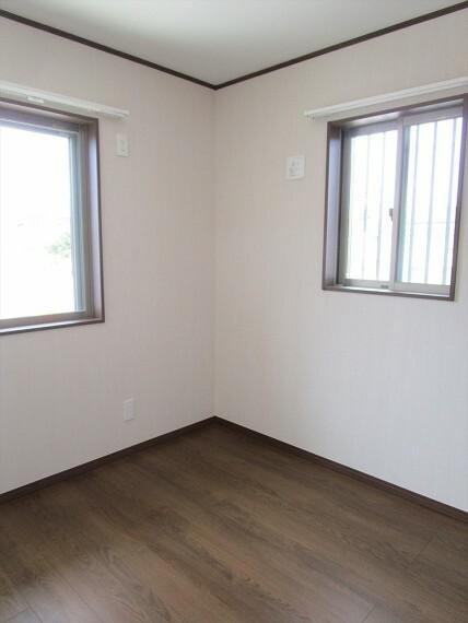 居間・リビング 1階4.5帖洋室です。