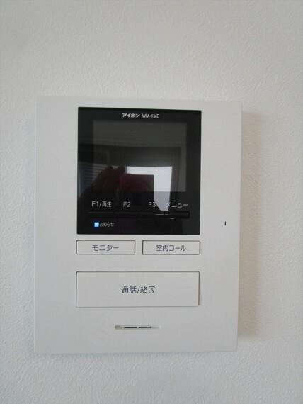 TVモニター付きインターホンで来客の対応もバッチリです。セキュリティの面でも安心です。