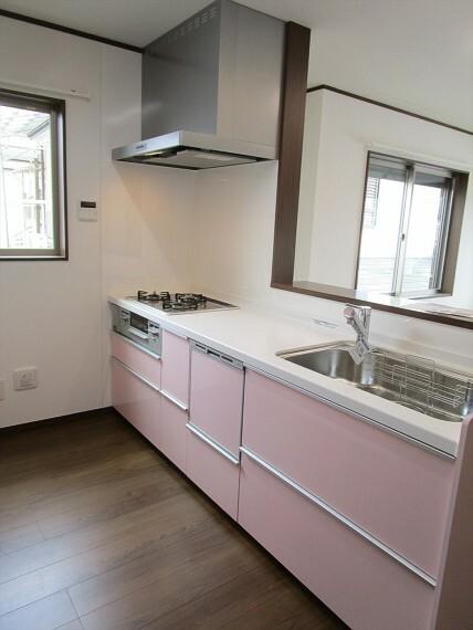 キッチン 機能性とデザイン性を兼ね備えた、使い勝手の良いシステムキッチンです。