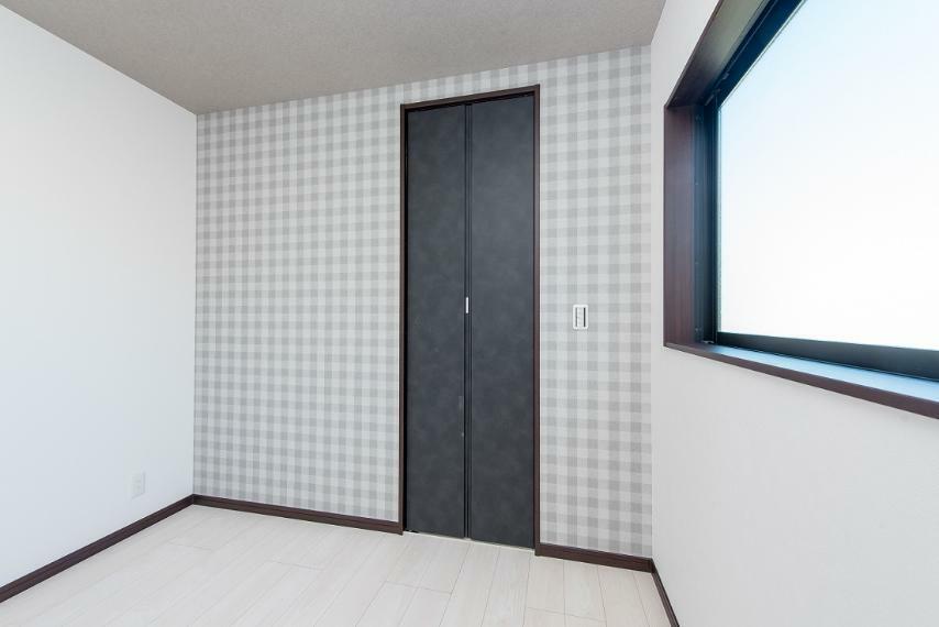 同仕様写真(内観) お部屋ごとに雰囲気の違うクロスをチョイスしています。