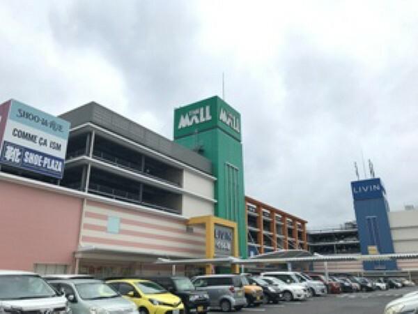 ショッピングセンター 現地1号地を起点に約450m 徒歩6分(2019年9月撮影) 食料品から日用品まで揃い、毎日の買い物に便利なショッピングセンターです。