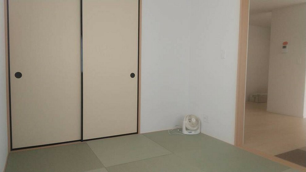 和室 休日はのんびり、和室の雰囲気を感じてくつろぐことができます。