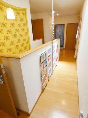 2F廊下・本棚