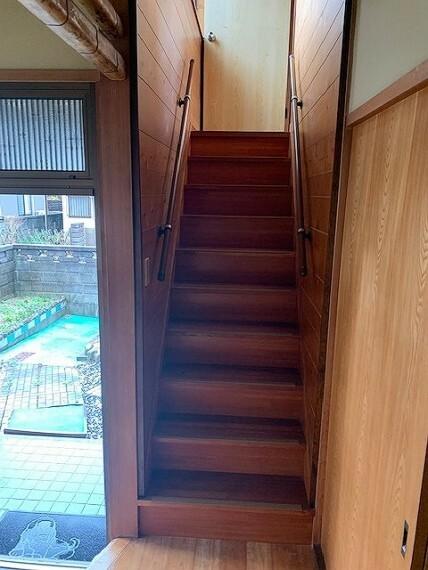 中2階への階段です