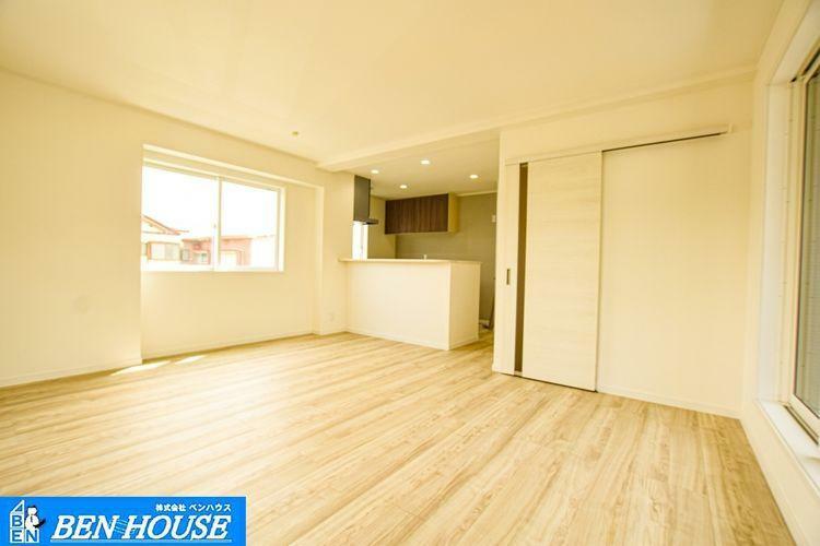 ダイニング 【リビング】 低ホルムアルテヒド商品、24時間換気システム採用でシックハウス対策住宅仕様となっております。