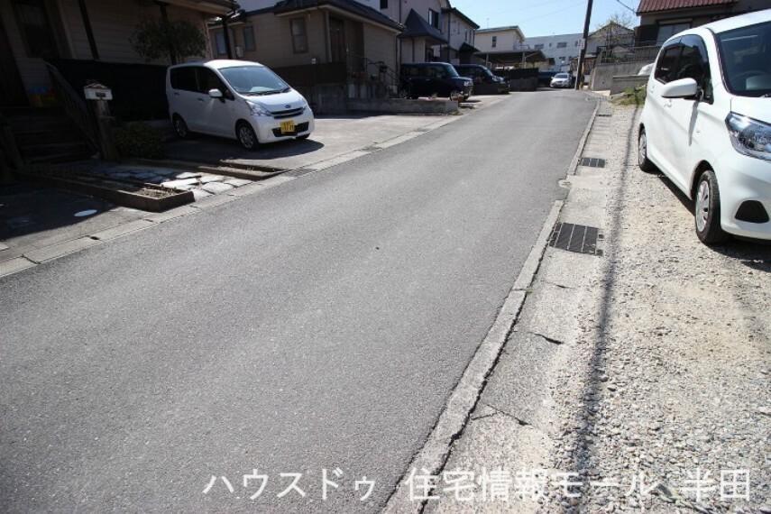 外観・現況 前面道路は見通しの良い一本道