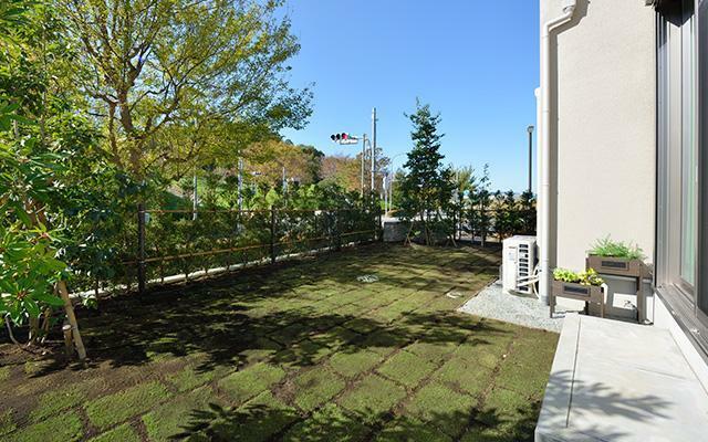 庭 ゆとりの庭は、様々なアウトドアライフが愉しめる、家族のための心地よい空間に。(分譲済モデルホーム)