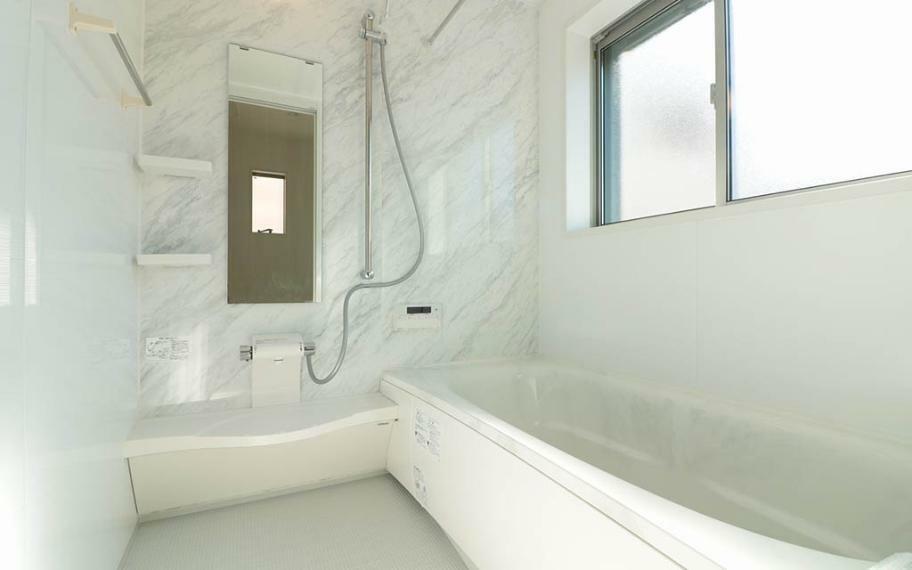 浴室 お掃除ラクラク機能満載の浴室。1616サイズなのでゆとりあるお風呂タイムが楽しめます。