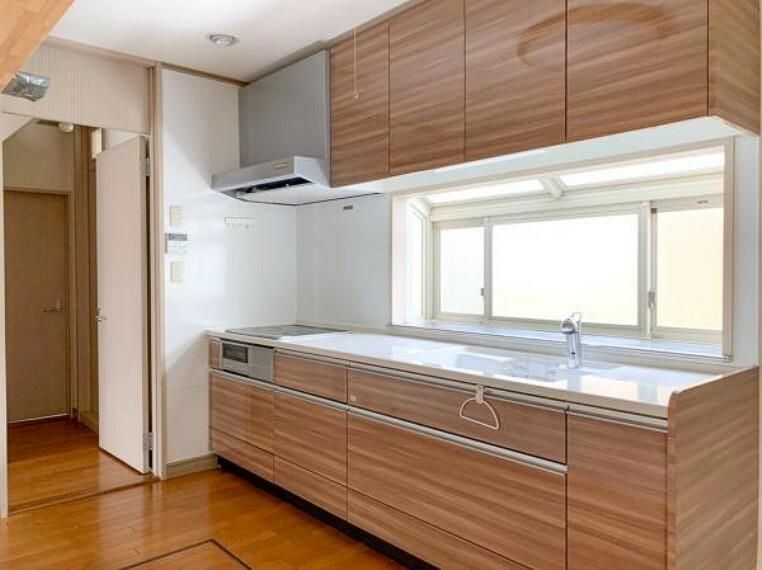 キッチン <2020/5/15撮影>調理動線を考慮したシステムキッチンは快適にお料理ができます。