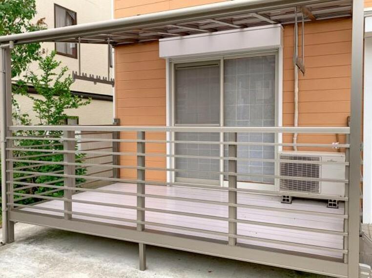 <2020/5/15撮影>和室からつながるテラスは洗濯物を干したり、ドッグランなどとしても利用できます!南向きで日当たりも良好です。