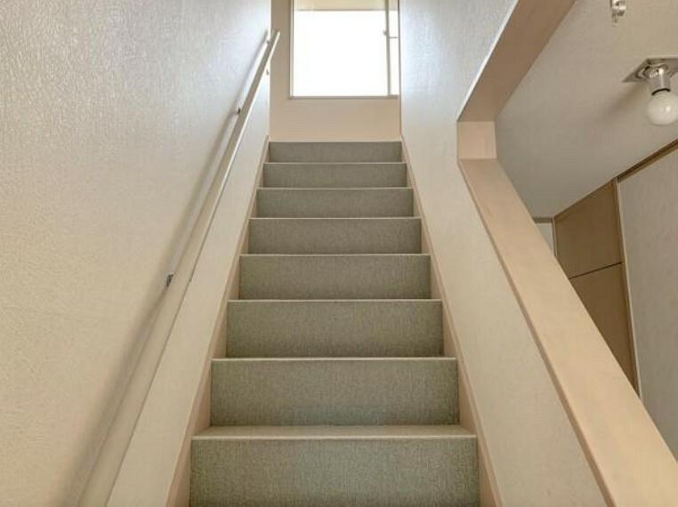 <2020/5/15撮影>手摺付きの安心な階段です。