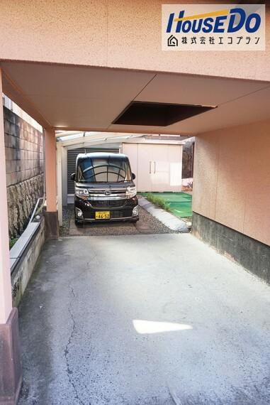 駐車場 お車2台駐車可能です  屋根付きなのが嬉しいポイント! お庭もあり、家庭菜園やお洗濯物を干せます