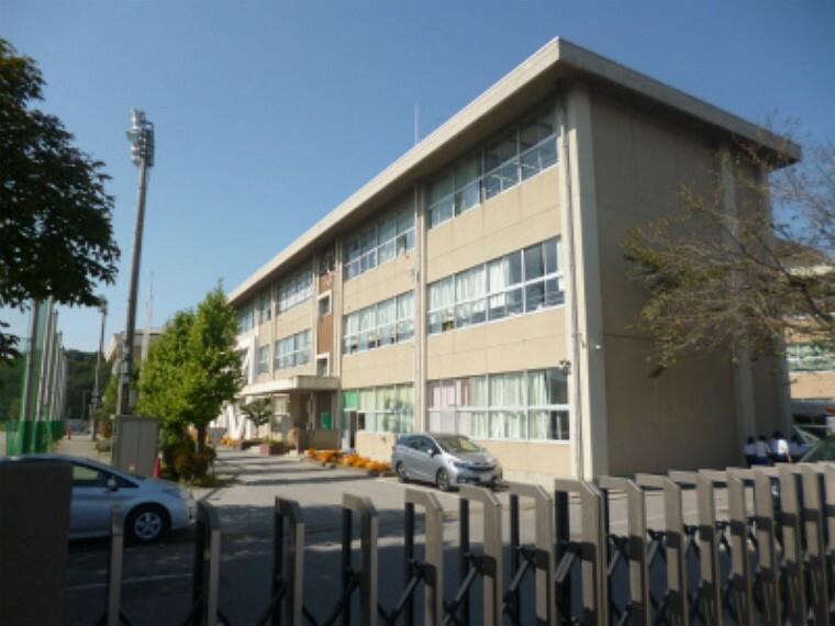 中学校 豊郷中学校