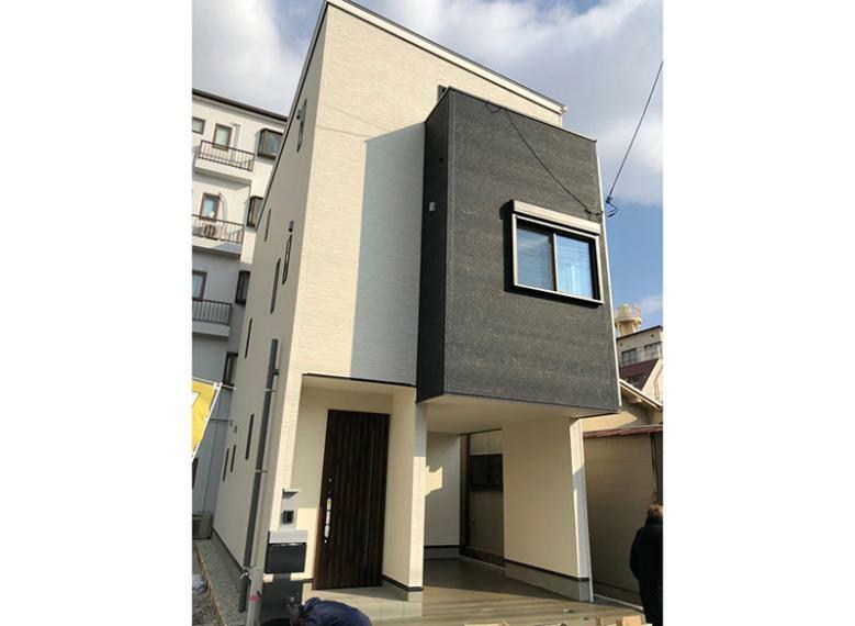 完成予想図(外観) モデルハウス完成いたしました!お家の縦ラインをそろえることで外観も意識したプラン作りをしています。長く住むお家なので外観もデザイン性を。