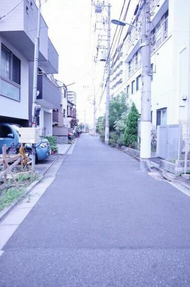 現況写真 前面道路は4.0mございます。毎日のお車の出し入れもストレスなく行えます。