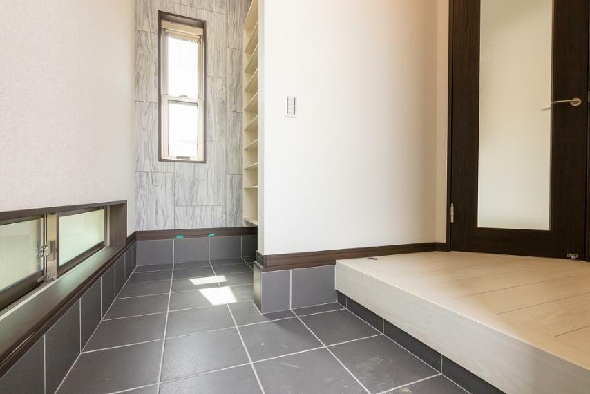 玄関 お家の印象を決める玄関スペース!SIC付なので綺麗な玄関でご家族・ご友人を出迎えられます。