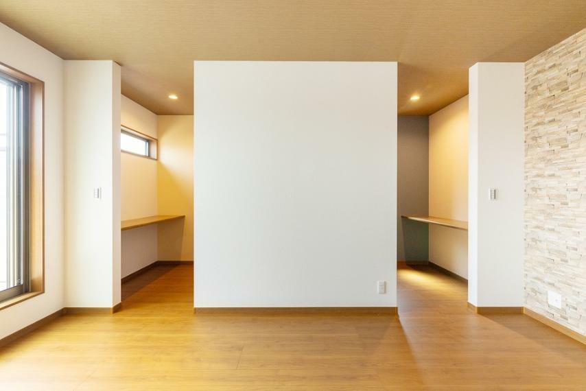 寝室 主寝室は約11.1帖の広さがございます。クローゼット上手くを活用し、ご夫婦それぞれの空間をご用意。
