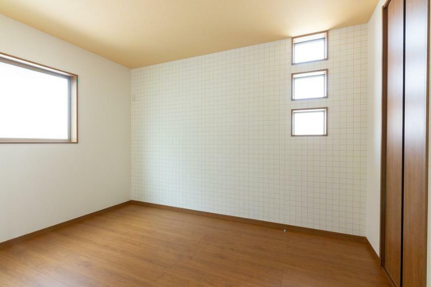 洋室 いつまでも飽きのこないナチュラルテイストのお部屋。お好きなインテリアで心地よい空間に仕上げて下さい!