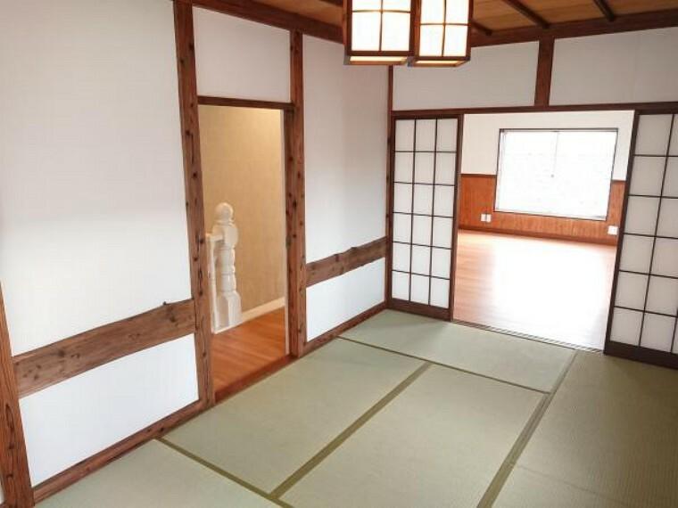 【リフォーム済】3階北西側6帖和室を別角度から撮影。畳は交換、天井壁は既存のものを活かしました。廊下からも出入りできるので障子を閉めて個室としてもご使用いただけます。