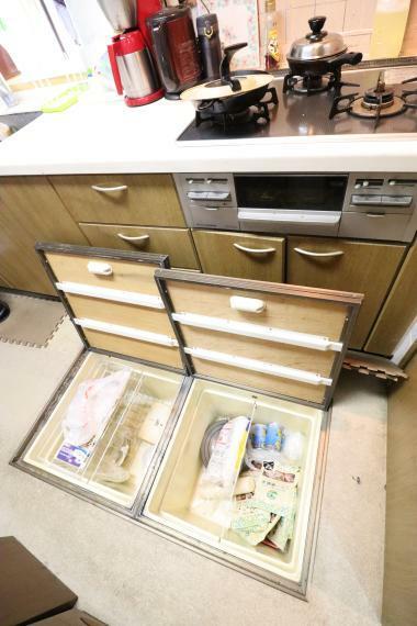 キッチン 床下収納があると何かと便利です!