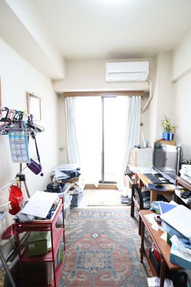 寝室 ライフスタイルに合わせ、書斎スペースやインナーテラスなど想い描く空間をリノベで再現可能です。