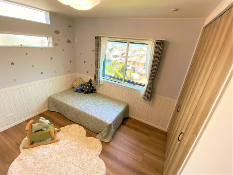 同仕様写真(内観) こども部屋(2) 窓からはもちろん眺望が見えます。